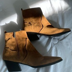 Western brown pointed boot